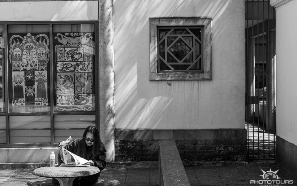 Photo Tours Vancouver in Chinatown, street photography by Aura McKay
